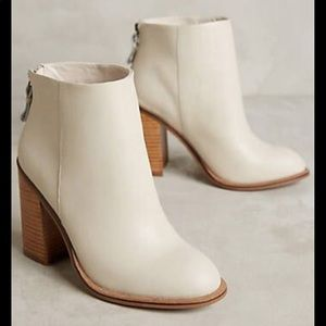 🍂Anthro Kelsi Dagger Cream Ankle Boots😻